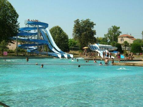 """Les toboggans de la piscine municipale à Gondrin<span class=""""normal italic petit"""">DR</span>"""