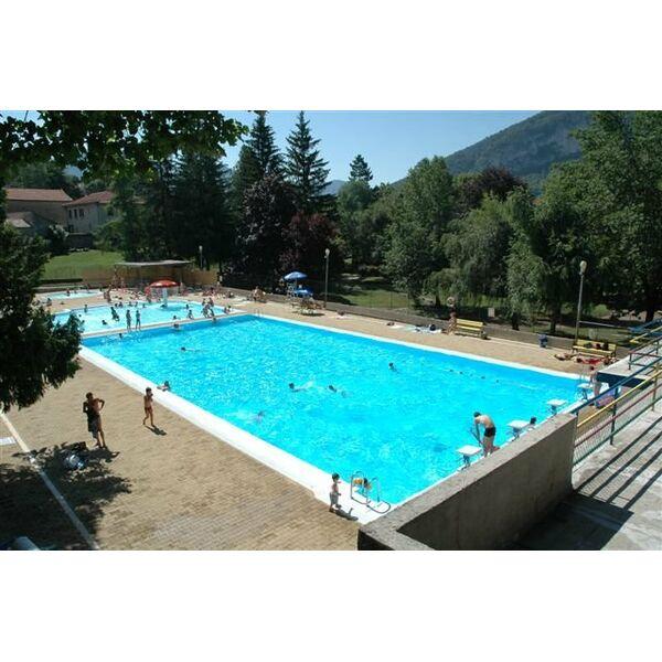 Piscine chapelle st luc simple lite la piscine with for Piscine des chartreux