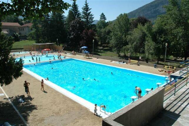 Piscine d'été à La Chapelle en Vercors : le grand bassin de natation