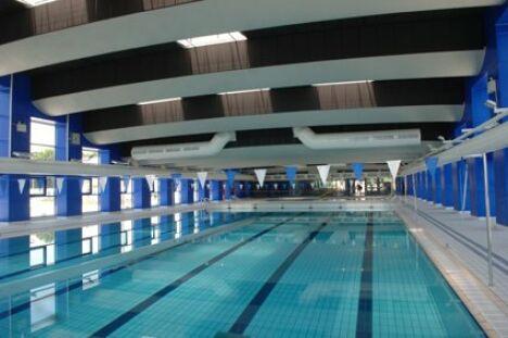Le grand bassin de la piscine municipale à Martigues