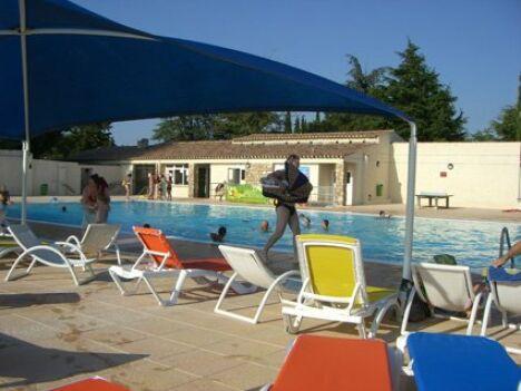 """Piscine municipale à Mejannes le Clap : en avant pour le bain de soleil !<span class=""""normal italic petit"""">DR</span>"""