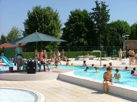 """La piscine communautaire à Varennes sur Allier<span class=""""normal italic petit"""">DR</span>"""
