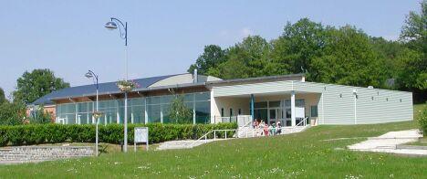 """Piscine à Vireux-Wallerand, vue de l'extérieur<span class=""""normal italic petit"""">DR</span>"""