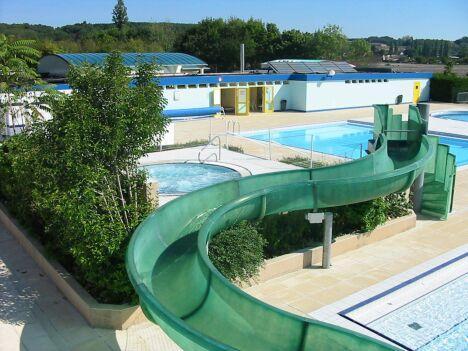 """Le grand toboggan de la piscine de Descartes<span class=""""normal italic petit"""">© Mairie de Descartes</span>"""