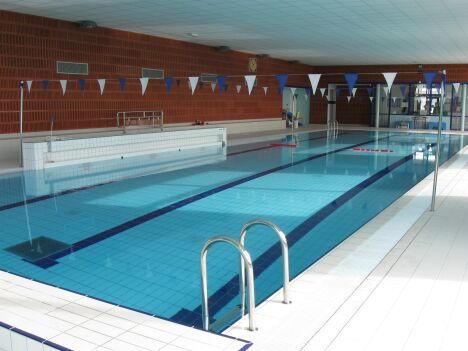 La bassin sportif de la piscine de Puiseaux