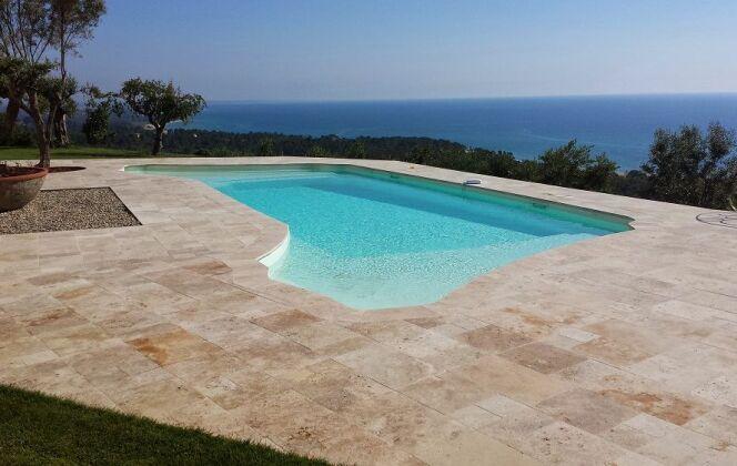 Modèle de piscine Olympia double plage © Piscines Groupe G.A