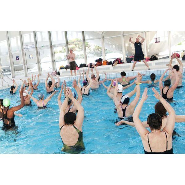 Piscine olympique de deauville horaires tarifs et for Piscine blomet aquagym