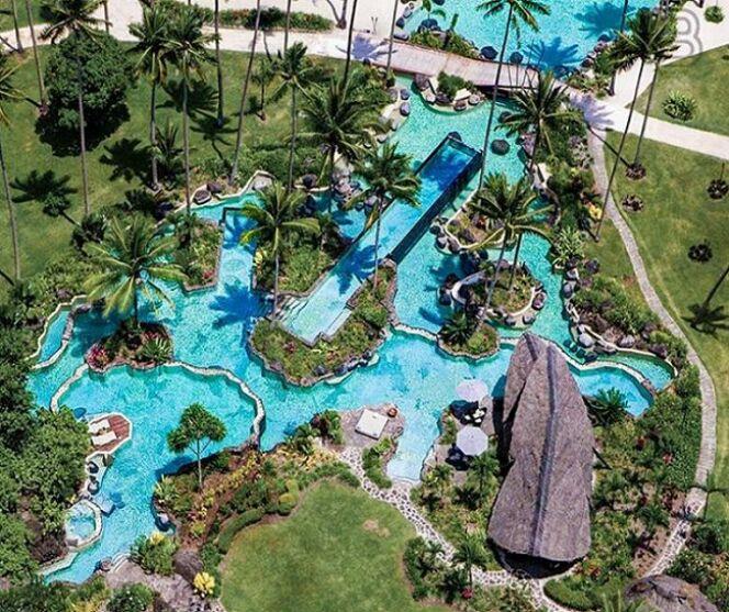 Piscine paradisiaque du Laucala Island Resort aux Îles Fidji, vue du ciel