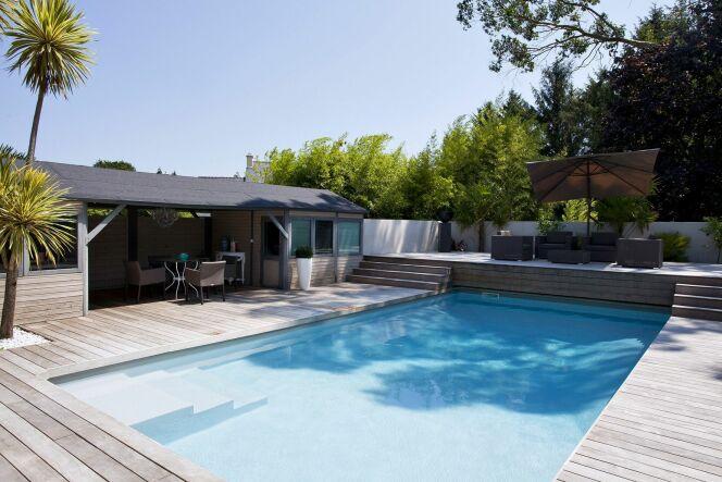 les 27 piscines prim es aux troph es de la piscine 2015 piscine rectangulaire carr bleu. Black Bedroom Furniture Sets. Home Design Ideas