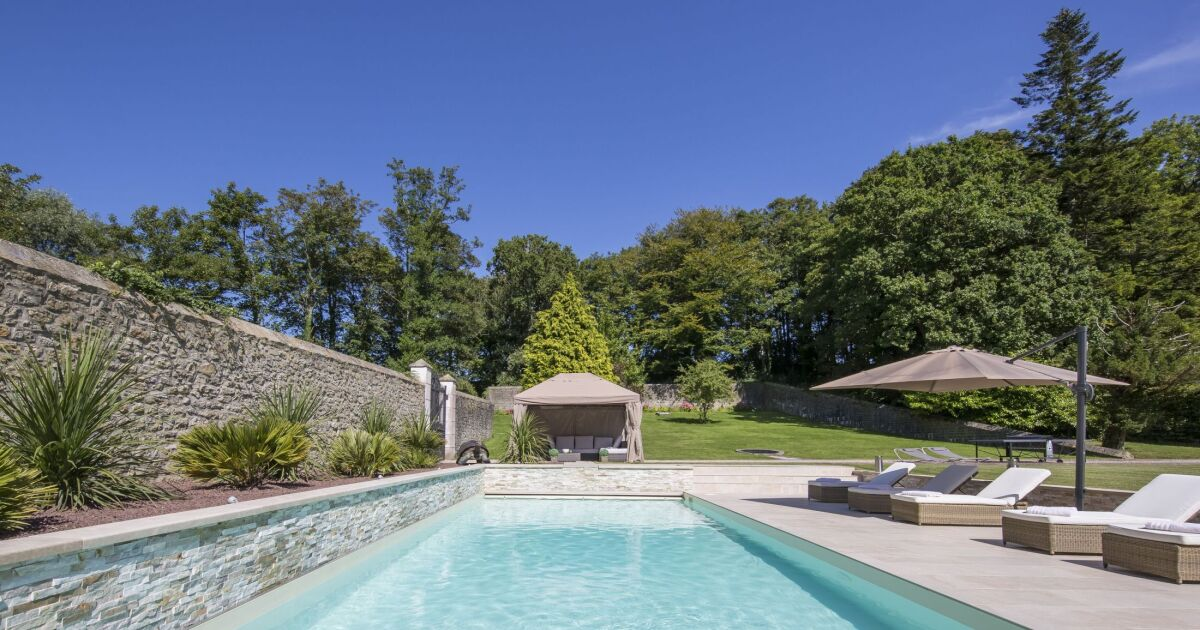 piscine rectangulaire contemporaine caron piscines piscine enterr e caron piscines. Black Bedroom Furniture Sets. Home Design Ideas