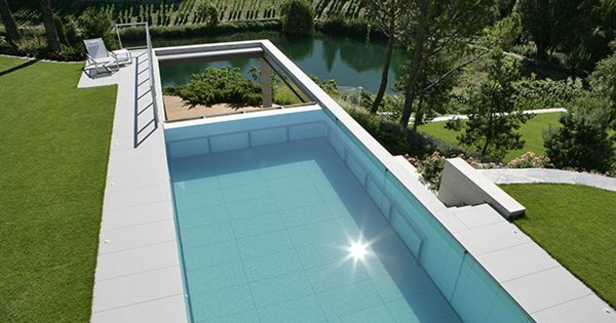 piscine rectangulaire enterr e carr bleu piscine. Black Bedroom Furniture Sets. Home Design Ideas