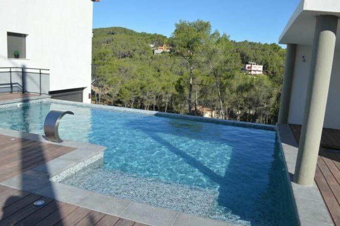 les plus belles piscines avec de la mosa que piscine mosa que bleue avec vue photo 8. Black Bedroom Furniture Sets. Home Design Ideas