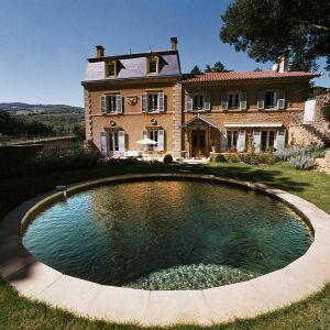 Une piscine ronde une forme adapt e aux espaces r duits for Piscine acier carre