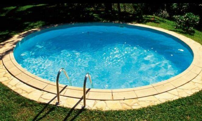 belle piscine ronde béton