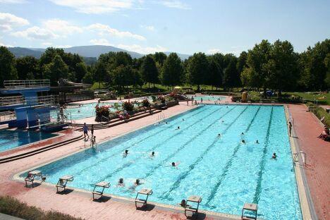 "Le bassin sportif de 50 mètres<span class=""normal italic petit"">DR</span>"