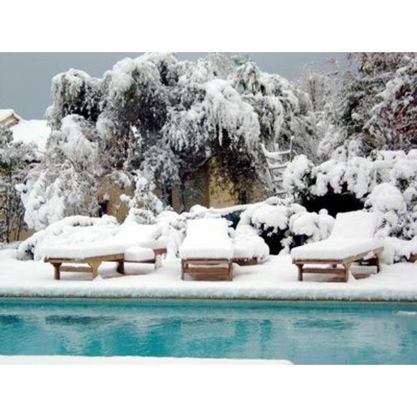 Piscine sous la neige for Construction piscine hiver