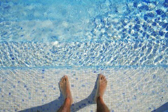 "Trop de chlore dans la piscine<span class=""normal italic petit"">© Fotolia</span>"