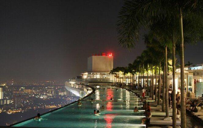 Piscine vertigineuse de l'hôtel Marina Bay Sands (Singapour) © green_kermit