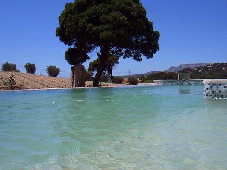 piscine béton à débordement