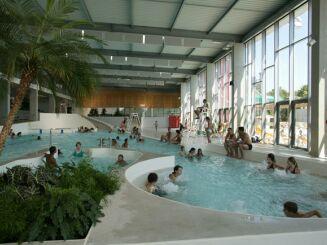 piscine carr d 39 eau bourg en bresse horaires tarifs et t l phone. Black Bedroom Furniture Sets. Home Design Ideas