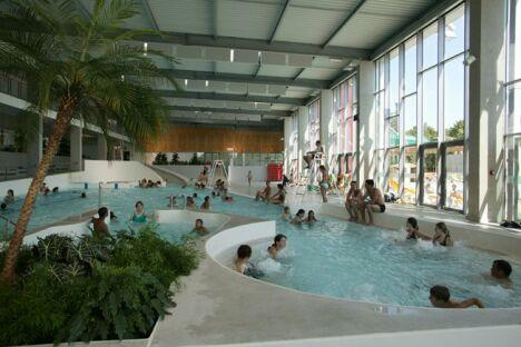Piscine carr d 39 eau bourg en bresse horaires tarifs for Tours piscine du lac