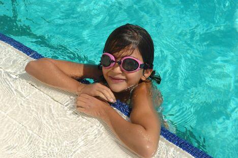 """Piscine Christine Caron à Castelnau Le Lez : un bassin de natation pour les petits et les grands nageurs.<span class=""""normal italic petit"""">© Montpellier Agglomération</span>"""