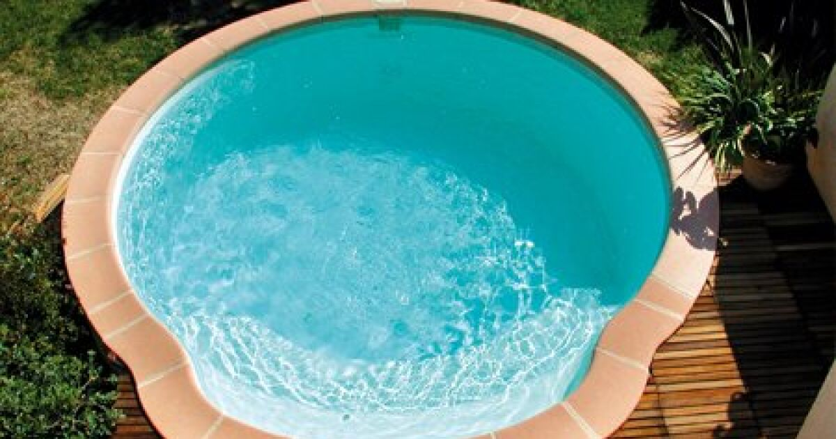 Piscine coque polyester nacre fond plat alliance piscines for Piscine rectangulaire 1m50