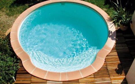 "Piscine coque polyester Nacre  <span class=""normal italic petit"">© Alliance Piscines</span>"