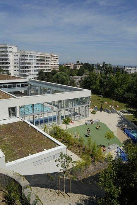 """La piscine de Caluire et Cuire vue de l'extérieur<span class=""""normal italic"""">© ville de Caluire et Cuire</span>"""