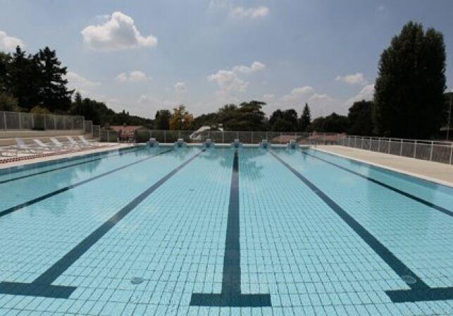 Le bassin de plein air de la piscine intercommunale à Le Loroux Bottereau