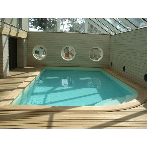 La piscine int rieure par l 39 esprit piscine for Piscine en bois avec escalier