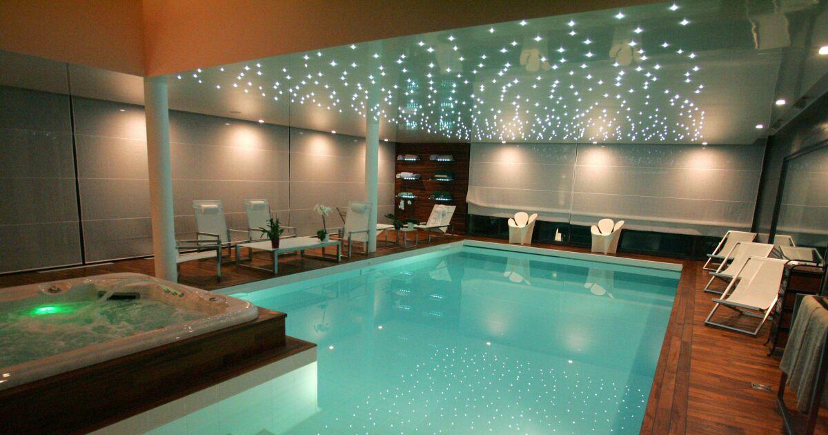 Photos des plus belles piscines int rieures pour nager for Bord de piscine en bois