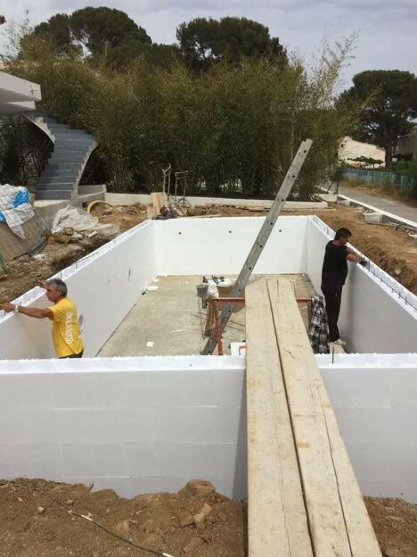 Piscine irrijardin aqua system 83 puget sur argens for Construction piscine 85