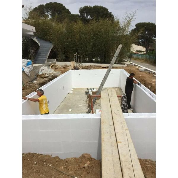 Piscine irrijardin aqua system 83 puget sur argens for Construction piscine 19