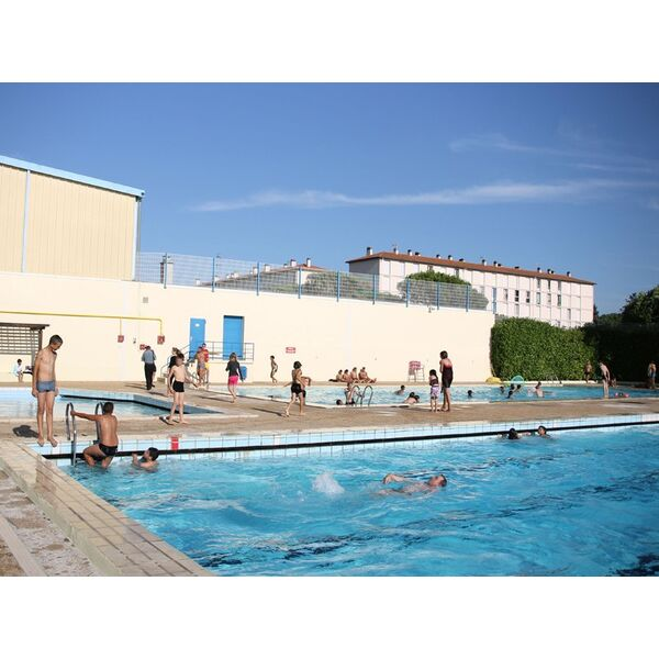 Piscine valreas horaires tarifs et photos guide for Piscine tarif