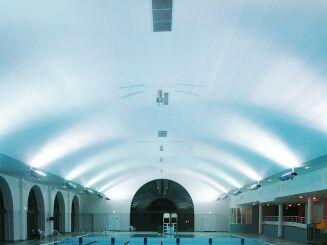 La piscine de Puteaux est équipée d'un bassin couvert qui permet de nager quelle que soit la température extérieure