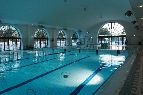 """Le bassin intérieur de la piscine de Puteaux<span class=""""normal italic"""">DR</span>"""