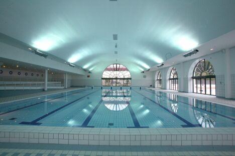 Piscine du Palais des Sports de Puteaux : le bassin de 25m<span class=&quo