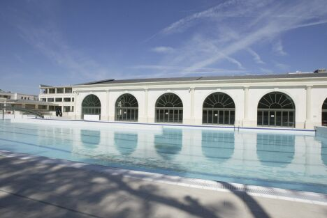 """Piscine du Palais des Sports de Puteaux : le bassin extérieur de 50m<span class=""""normal italic petit"""">DR</span>"""