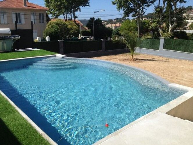 piscines familiales en photos les plaisirs de l 39 eau pour toute la famille piscines. Black Bedroom Furniture Sets. Home Design Ideas