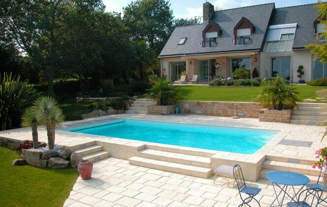 Ambiance conviviale et familiale, belle piscine pour des vacances de détente © L'Esprit piscine