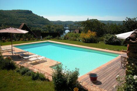 "Piscine familiale rectangulaire à la campagne<span class=""normal italic petit"">© L'Esprit piscine</span>"