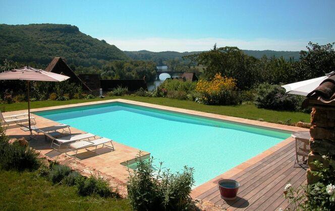 Piscine familiale rectangulaire à la campagne © L'Esprit piscine