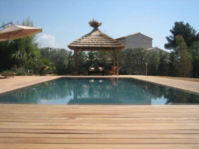 Reportage photos Piscines de luxe et d'exception Piscine miroir avec terrasse en bois photo 4 # Piscine Bois Avec Terrasse