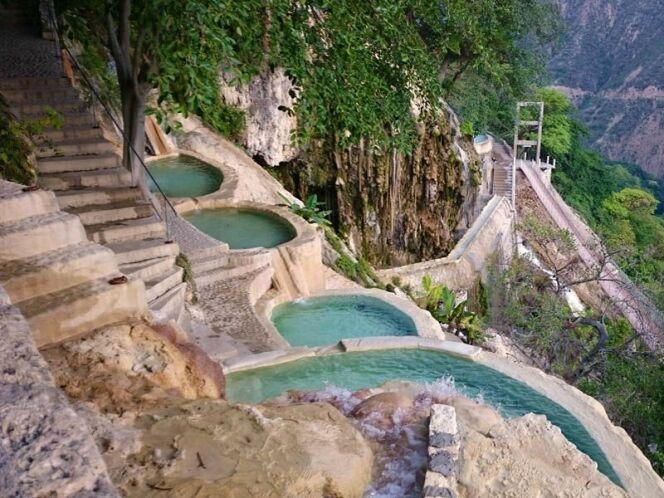 Piscines naturelles des grottes de Tolantongo, au Mexique