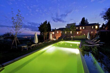 "Piscine naturelle de nuit<span class=""normal italic petit"">© Living-Pool de BIOTOP - www.baignade-ecologique.com</span>"