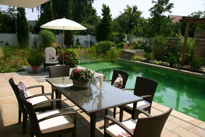 Photo de piscines avec terrasse / salon de jardin - Piscines ...