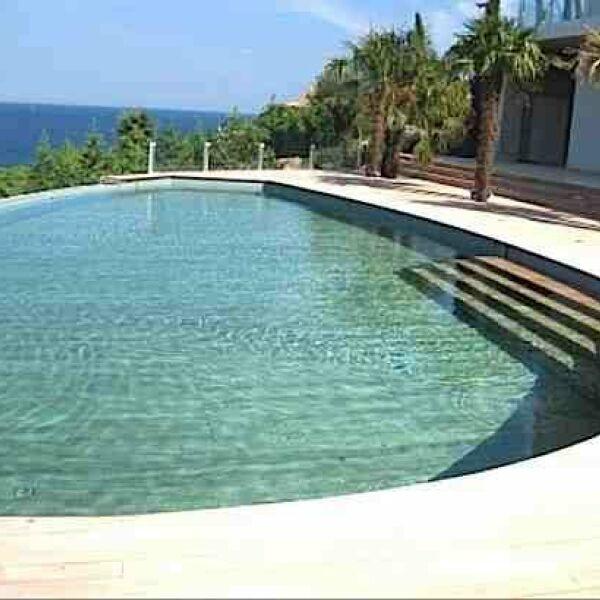 Piscines quilez seillans pisciniste var 83 for Accessoire piscine var