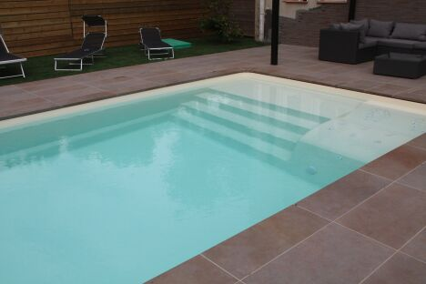 piscines tendances saint marcel l s valence pisciniste. Black Bedroom Furniture Sets. Home Design Ideas