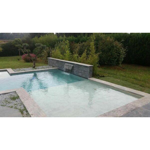 Une piscine avec plage : un espace bien-être autour de votre piscine